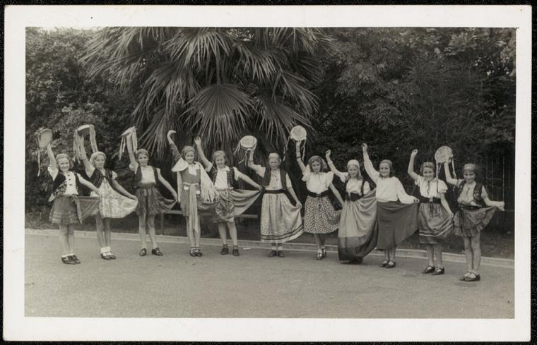 Caption: Adamstown Public School - Adamstown concert  Digital ID: 15051_a047_000026.jpg  Date: year only 31/12/1940