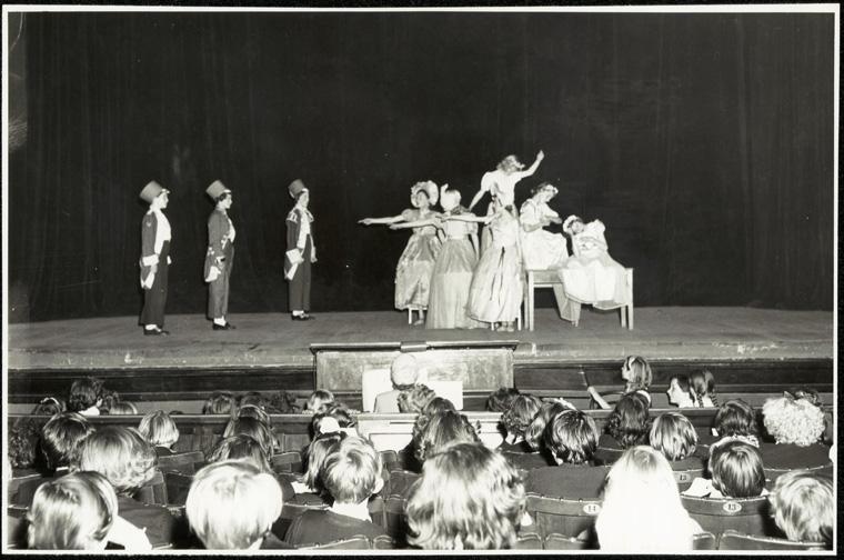 Caption: Conservatorium High School - Primary Schools plays  Digital ID: 15051_a047_003144.jpg  Date: year only 31/12/1954